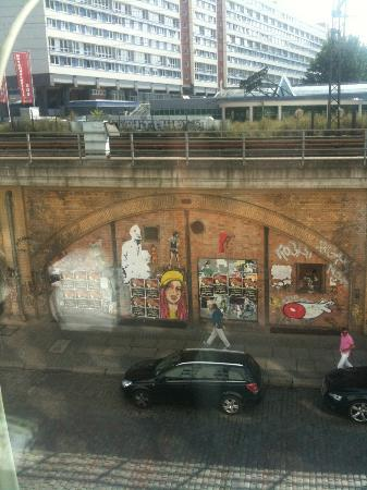 Motel One Berlin - Alexanderplatz: View of street and train tracks.