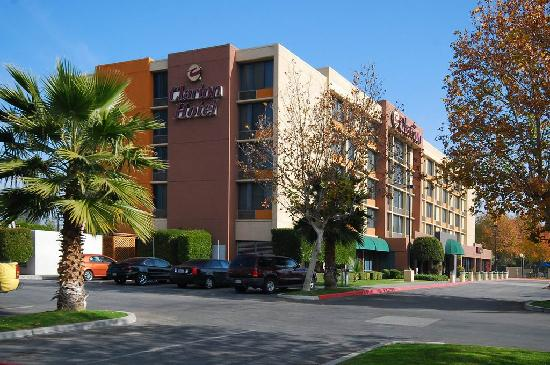 Photo of Clarion Hotel Bakersfield