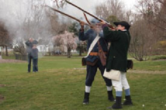 Lexington, Массачусетс: Minute Men Musket Firing