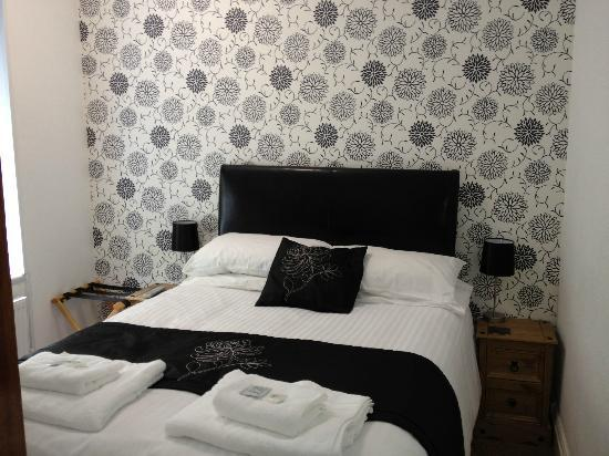 The Edelweiss Guest House: Black and white themed rooms