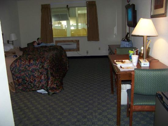 Castle Rock Resort & Waterpark: handicapped room 3333 in tower