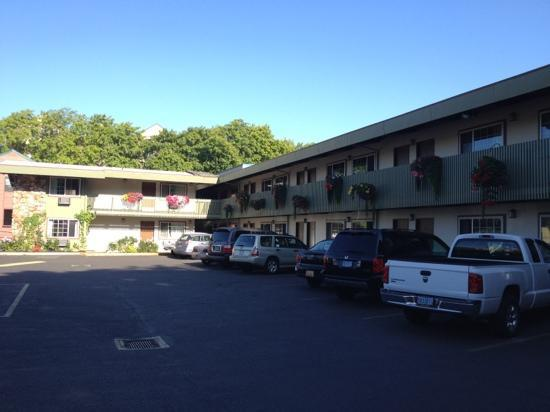 Timbers Motel: View from Pearl Street