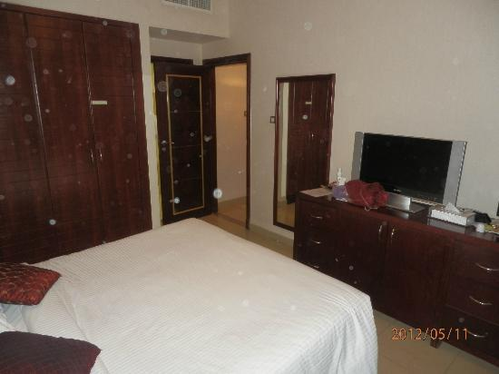 Ascot Hotel Apartment: Room for the parents (view 1)