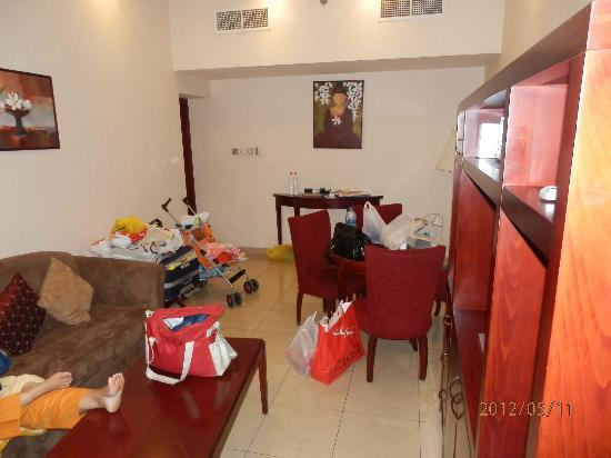 Ascot Hotel Apartment: The Lounge+Dinniing (View 2)