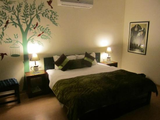 Cinnamon Stays: one of the rooms - Green Room