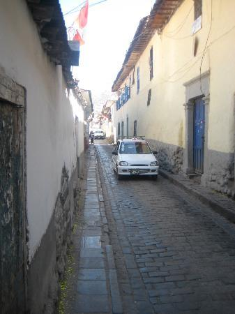 Hotel Awki's Dream: Street leading to Plaza de Arms