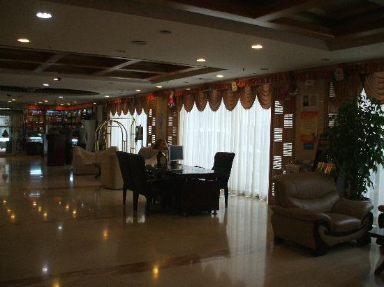 Red Wall Hotel: reception area