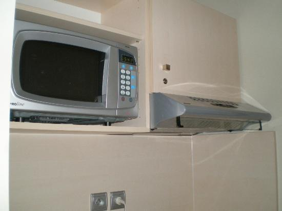 Park &amp; Suites Elegance Montpellier Ovalie: Microwave that is hard to use because no manual guide