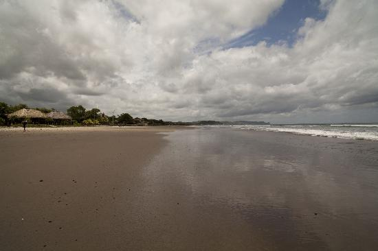 Two Brothers Surf Resort: Endless beach to yourself