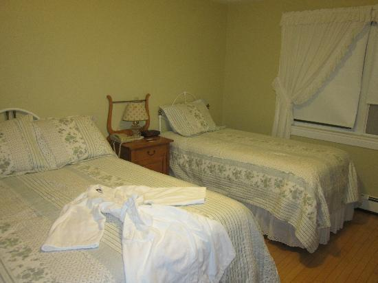 Kindred Spirits Country Inn & Cottages: Our Bedroom in the Inn