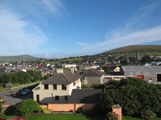 Alpine Guesthouse: View out over Dingle from our side window