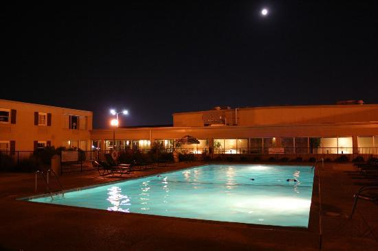 Drury Lodge Cape Girardeau: Full moon pool