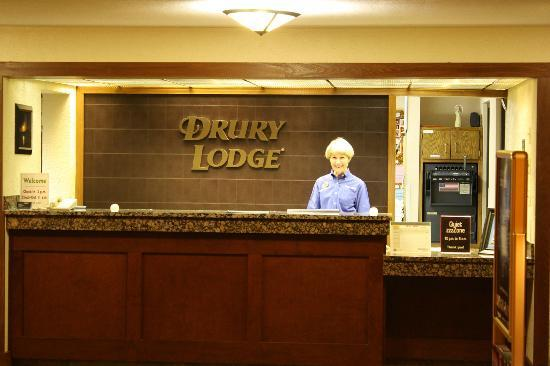 Drury Lodge Cape Girardeau: Front desk Joan