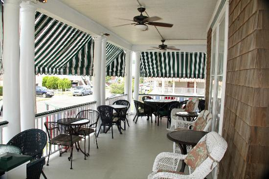 Victorian Lace Inn: Porch