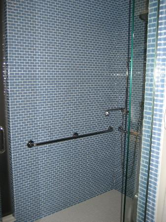 Le Meridien Chambers Minneapolis : Shower