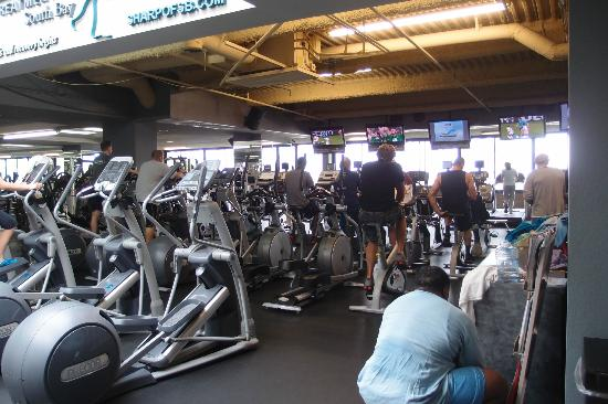 Crowne Plaza Redondo Beach & Marina: Inside the gym
