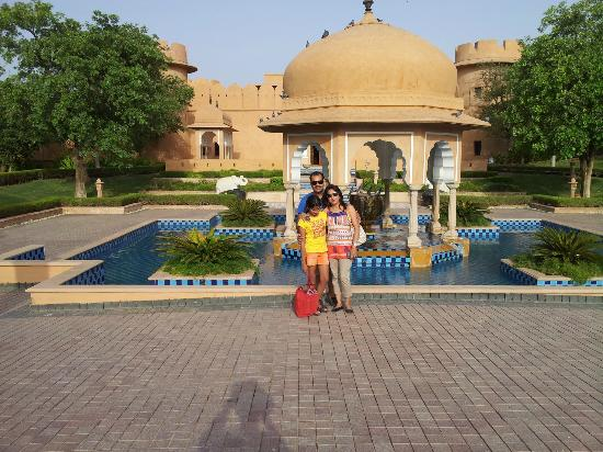 The Oberoi Rajvilas: at the front entrance