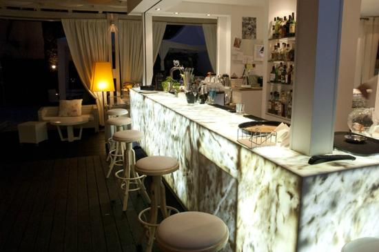Mandraki Village Boutique Hotel: Bar looks like marble but lights up at night.