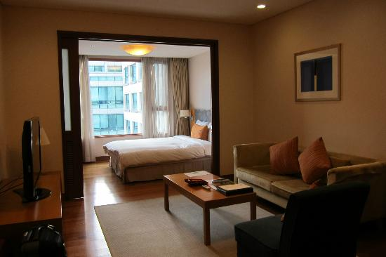 Somerset Palace Seoul One Bedroom With Sliding Door Off The Living Room In 1627