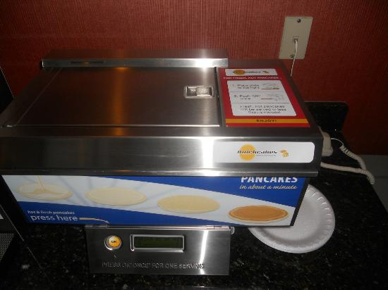 Holiday Inn Express Oakdale: Automatic pancake maker