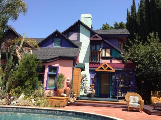 Hollywood Bed & Breakfast: view from the pool
