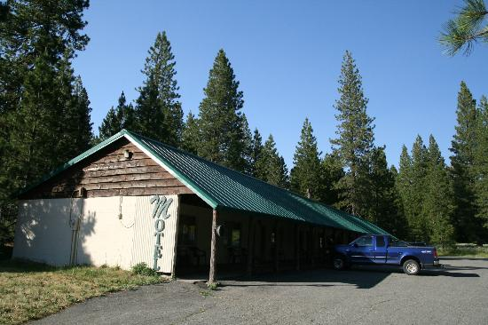 Lassen Mineral Lodge: The outside of the rooms look like they haven&#39;t change in decades