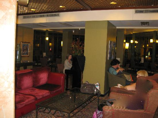 Prima Kings Hotel: Lobby & Ava the piano player, Prima Kings, Jerusalem, Israel