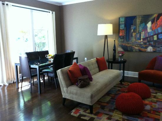 German Village Guest House: GVGH Dining/Living Room