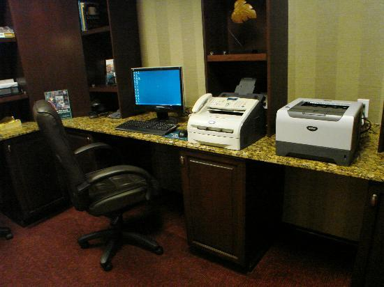 Homewood Suites by Hilton Albuquerque Airport: decent business center