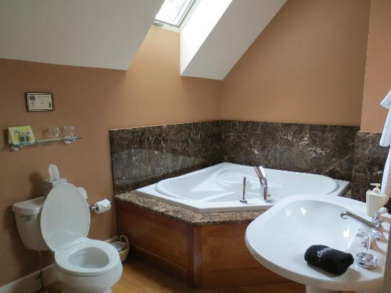 Jackson House Inn: The very special spa bath