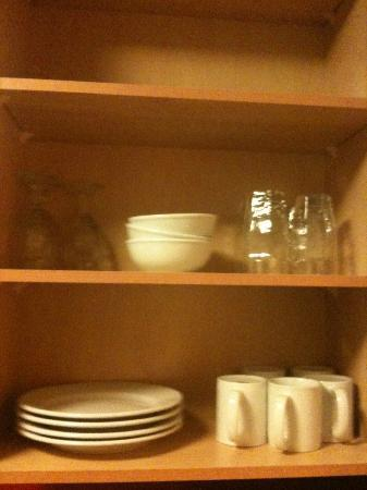 Residence Inn Newport News Airport: Items provided in cabinets