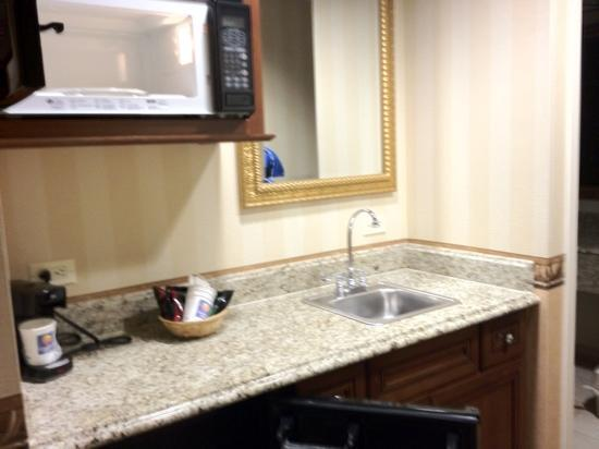 Comfort Inn & Suites: kitchenette