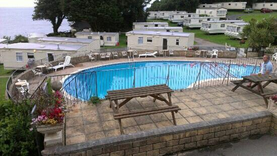 Combe Martin, UK: sandaway beach pool with view of the sea