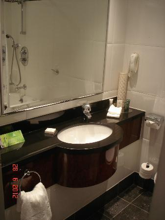 Hilton Glasgow Grosvenor Hotel: Bathroom