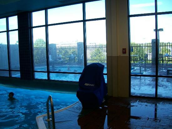 Indoor pool area picture of radisson hotel branson for Branson mo cabins with indoor pool