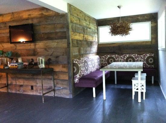 Briarcliff Motel: Lounge area by check-in