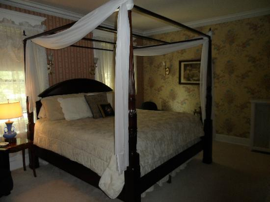 Olcott House Bed and Breakfast Inn: The East Wing Suite bed chamber.