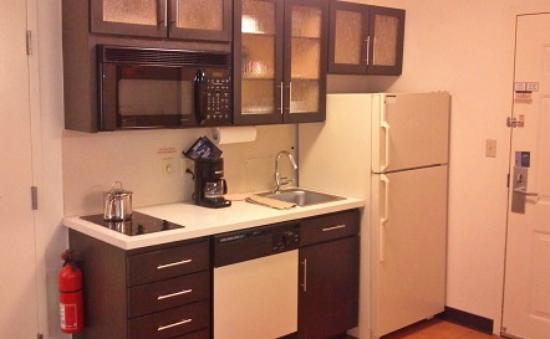Candlewood Suites Philadelphia / Willow Grove: Kitchenette