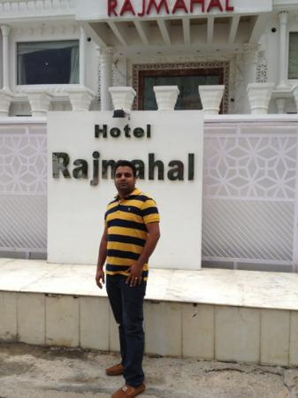 Rajmahal Hotel Agra : the front of the hotel