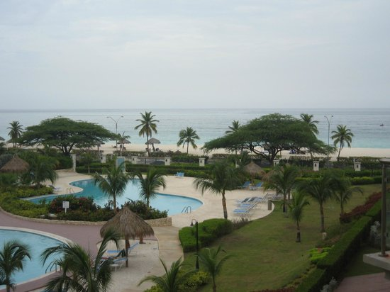 Oceania Deluxe Beachfront Resort: View from balcony