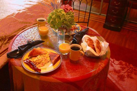 Park Place Bed & Breakfast: Bacon and eggs