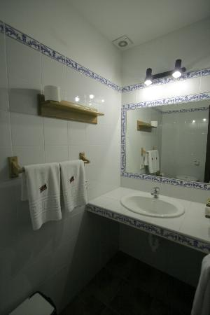 Son Sama Finca: Small but clean bathroom