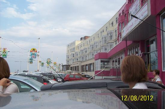 Tiffany&#39;s Hotel Blackpool: Car parking