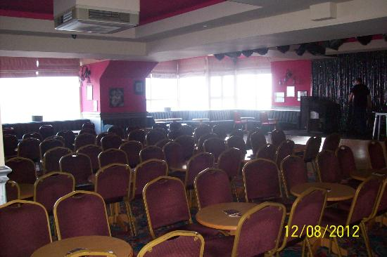 Tiffany&#39;s Hotel Blackpool: Entertainment and bar area