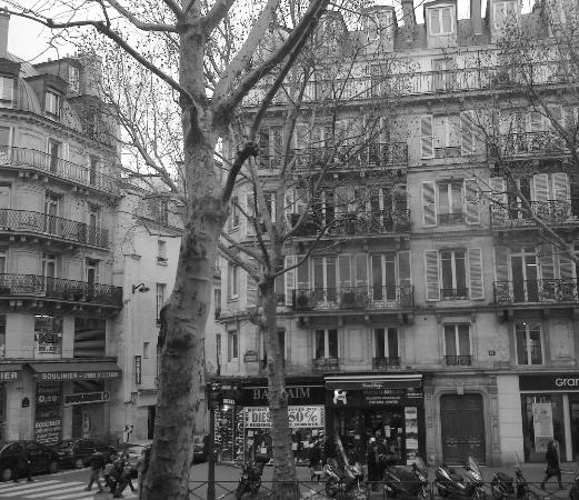 View of boulevarde saint michel from starbucks for Hotel sorbonne paris