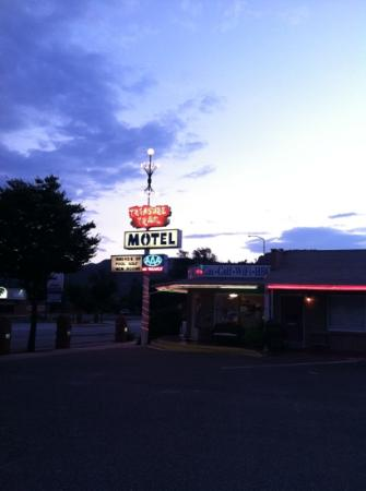 Treasure Trail Motel: Their sign