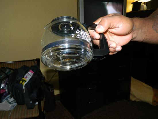 Comfort Inn & Suites Daytona Beach: Dirty coffee pot