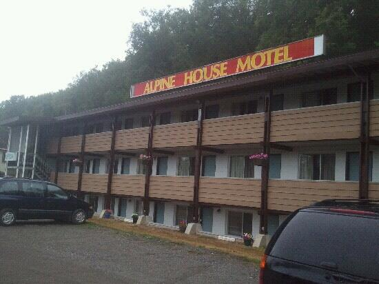‪Alpine House Motel‬