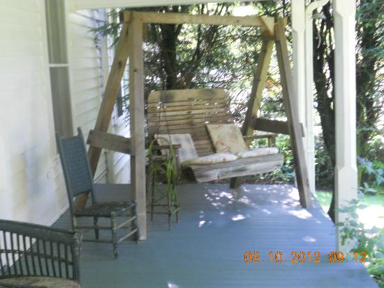 Wrap a round porch swing picture of 4 1 2 street inn bed for Round porch swing