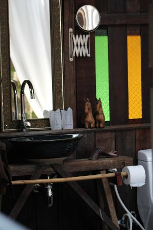 BaanBooLOo Traditional Thai Guest House: another luxury bathroom